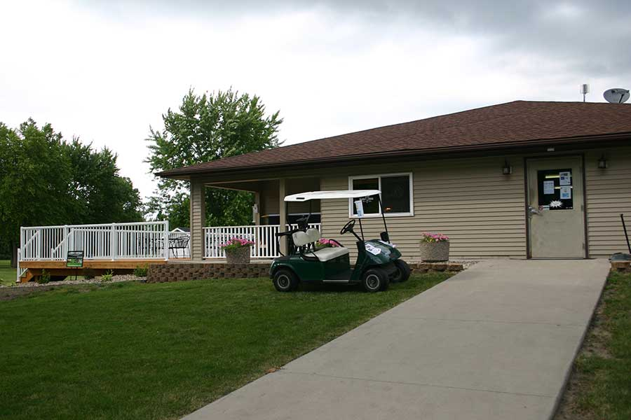 Madelia Golf Course cart and clubhouse
