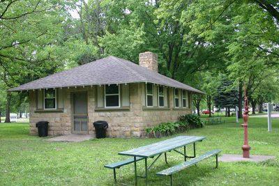 Madelia park shelter