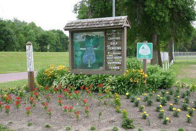 Madelia park sign